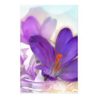 Papelaria Açafrão e lírio do arranjo floral de vale.