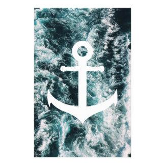Papelaria Âncora náutica no fundo da foto do oceano