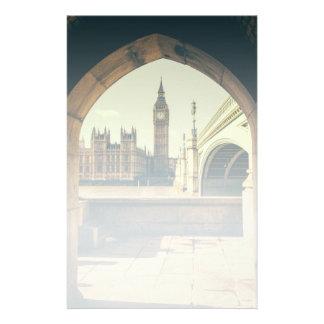 Papelaria Big Ben sob o arco, Londres Reino Unido