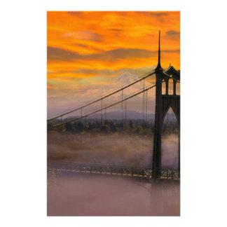 Papelaria Capa da montagem pela ponte de St Johns durante o