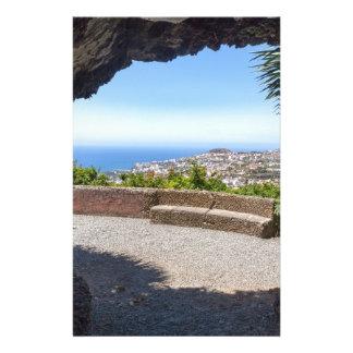 Papelaria Cave a probabilidade no mar e na vila em Madeira