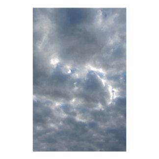 Papelaria Céu morno com as nuvens de cúmulo-nimbo dos
