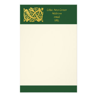 Papelaria Cobra dourado celta no papel de carta verde escuro