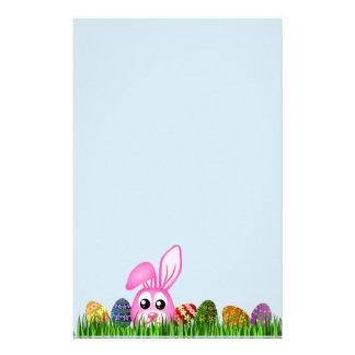 Papelaria Coelhinho da Páscoa bonito e ovos em artigos de