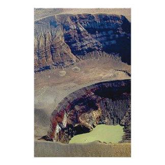 Papelaria cratera vulcânica profunda
