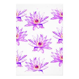 Papelaria creme das flores de lótus manchado de tinta