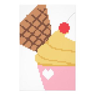 Papelaria cupcake com uma cereja na parte superior