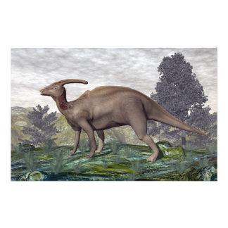 Papelaria Dinossauro de Parasaurolophus entre árvores do