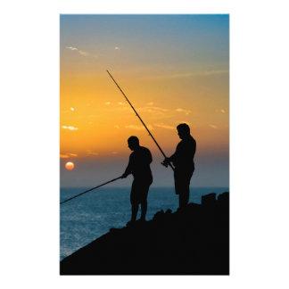 Papelaria Dois homens que pescam na costa