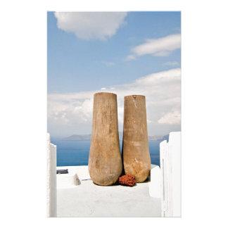 Papelaria Dois potes grandes na ilha de Santorini