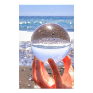 Papelaria Entregue guardarar a esfera de vidro na praia e no