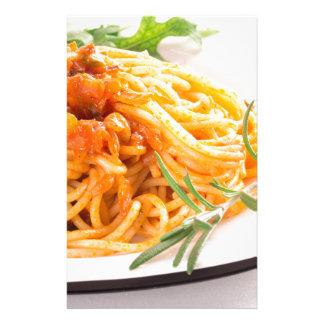 Papelaria Espaguetes italianos com o close up vegetal do