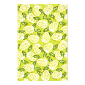 Papelaria Fatias e folhas amarelas do limão do verão no
