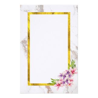 Papelaria Flores da aguarela com quadro da folha de ouro do