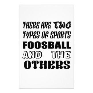 Papelaria Há dois tipos de esportes Foosball e outro