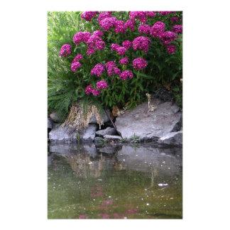 Papelaria Lagoa do jardim na área de Okanagan, BC, Canadá