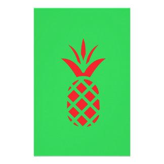Papelaria Maçã do pinho vermelho no verde
