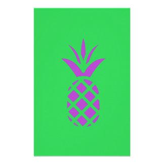 Papelaria Maçã roxa do pinho no verde