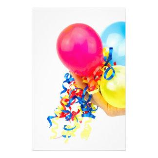 Papelaria Mão que dá balões coloridos com fitas