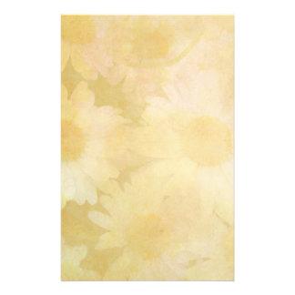 Papelaria Margaridas em um fundo amarelo desvanecido