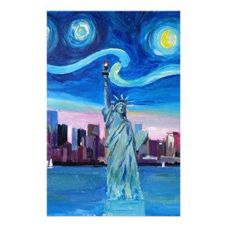 Papelaria Noite estrelado sobre Manhattan com estátua da