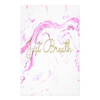 Papelaria O mármore cor-de-rosa apenas respira o design