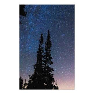 Papelaria Obtenção perdido em um céu nocturno