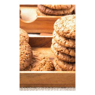 Papelaria Opinião do Fim-acima em biscoitos da aveia em umas