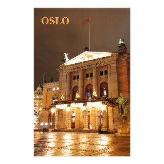 Papelaria Oslo, Noruega na noite