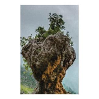 Papelaria rocha equilibrada corrmoída