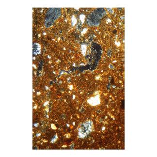 Papelaria Seção fina de um tijolo sob o microscópio