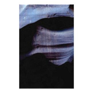 Papelaria sombras na parede da rocha