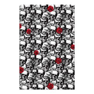 Papelaria Teste padrão dos crânios e dos rosas