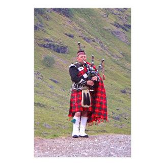 Papelaria Tocador de gaita-de-foles escocês solitário,