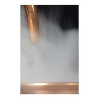 Papelaria tubulação de cobre de uma destilaria com vapor