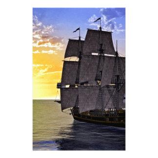Papelaria Um navio de navigação preto de Corveta e o ajuste