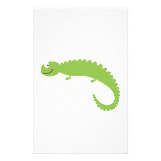Papelaria Verde do lagarto do design no branco