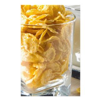 Papelaria Vidro do cereal seco e um vidro do leite