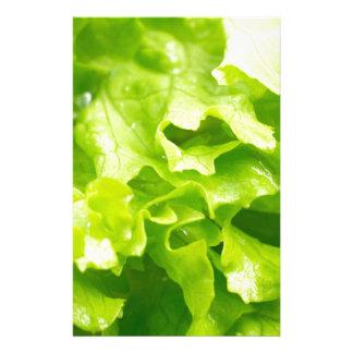 Papelaria Vista macro das folhas da alface em uma salada