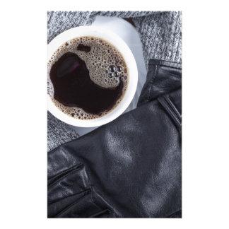 Papelaria Vista superior de um copo branco com café