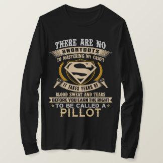 Para para ser chamado A PILLOT. Camisa do presente