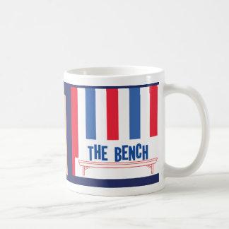 Para trás no banco/caneca do banco caneca de café