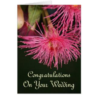 Parabéns cor-de-rosa do casamento da flor da árvor cartão comemorativo