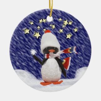Paraíso do Natal do pinguim Ornamento De Cerâmica Redondo