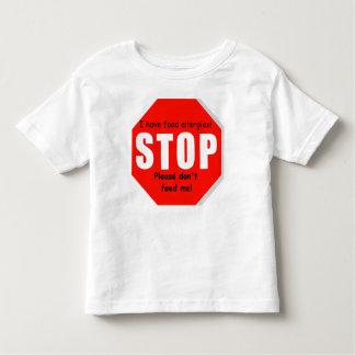 Pare o Tshirt da criança das alergias de comida