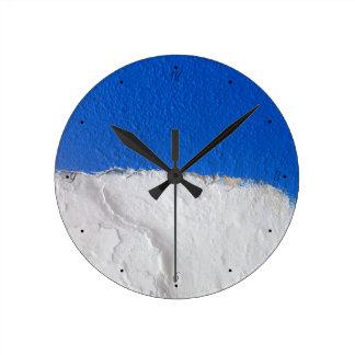 Parede branca azul tradicional do Alentejo Relógio Redondo