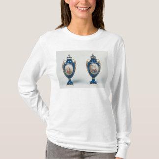 Pares de vasos de Sevres decorados com alegórico Camiseta
