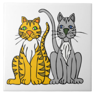 Pares engraçados de gatos de beco do gato malhado