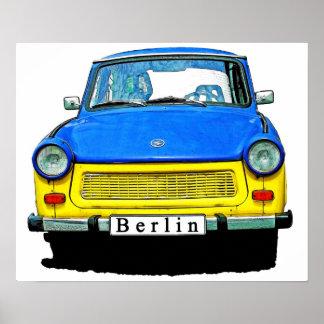 Parte dianteira do carro de Trabant, azul & amarel Poster