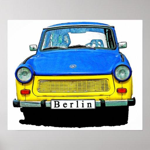 Parte dianteira do carro de Trabant, azul & amarel Pôsteres